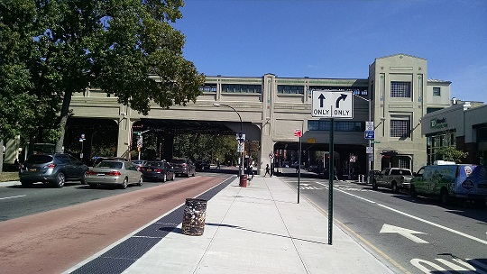 Pelham Parkway gives residents great access to Bronx Park, Bronx Zoo.