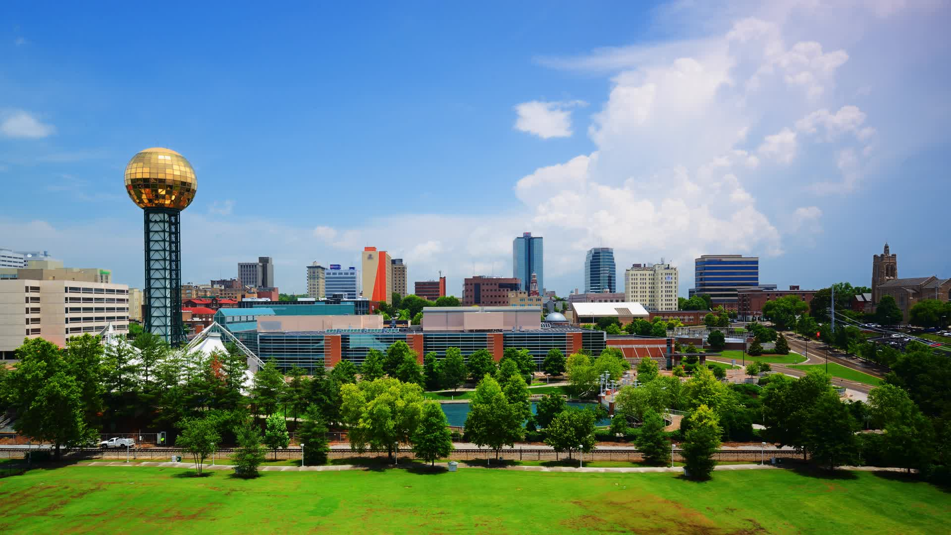 From the heart of the Smoky Mountains to the land of Dollywood, here are 5 cities in the Knoxville area you should consider working in.