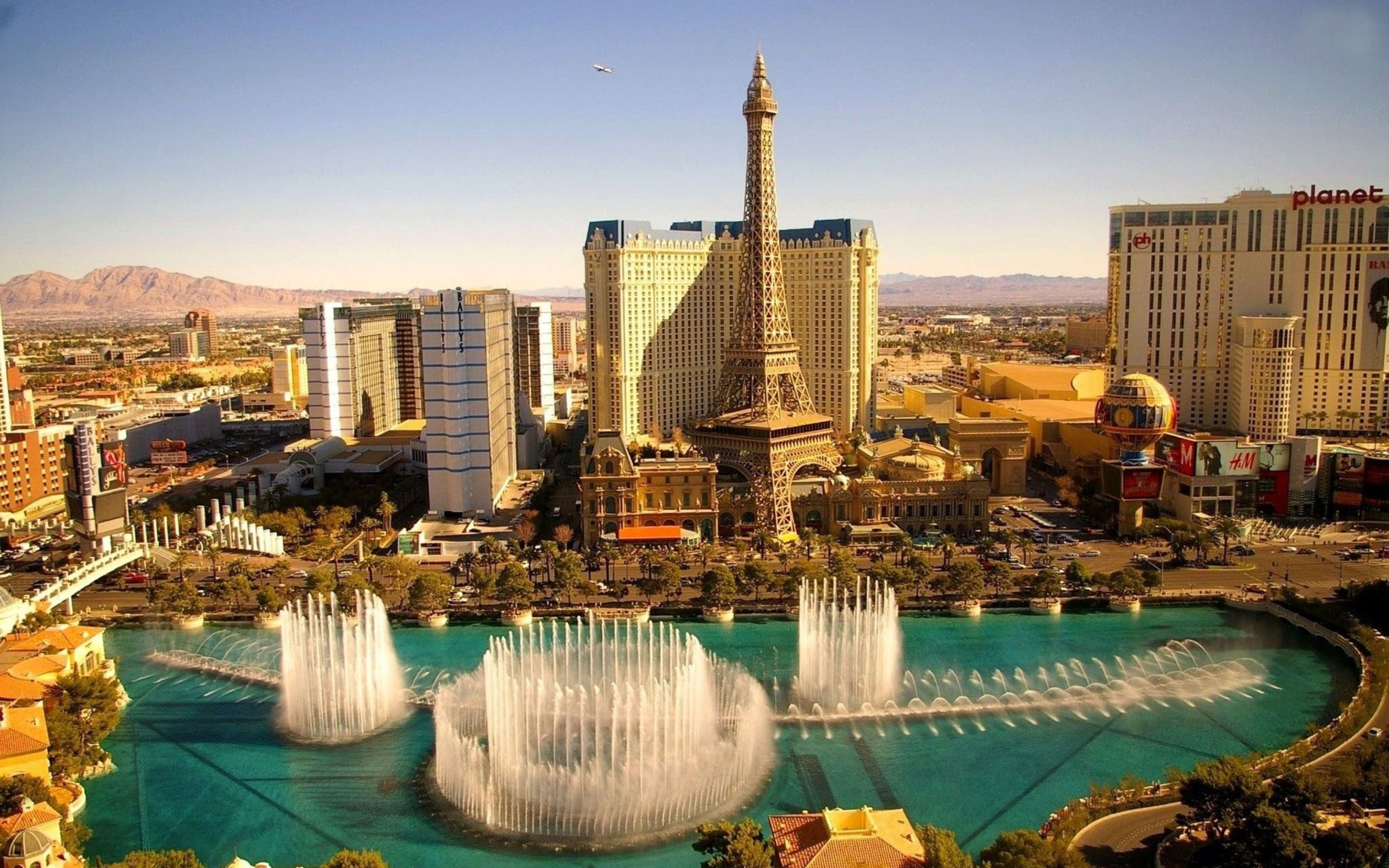 Mesquite, Nevada attracts families who like a small-town feel with big city convenience and retirees for the low cost of living with a pleasant lifestyle.
