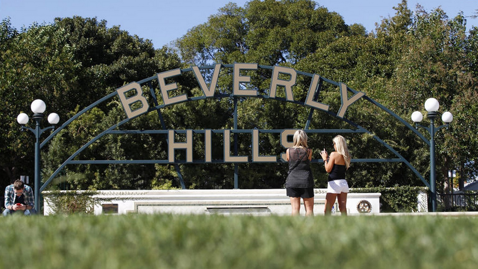 Come home to Beverly Hills...Michigan that is!