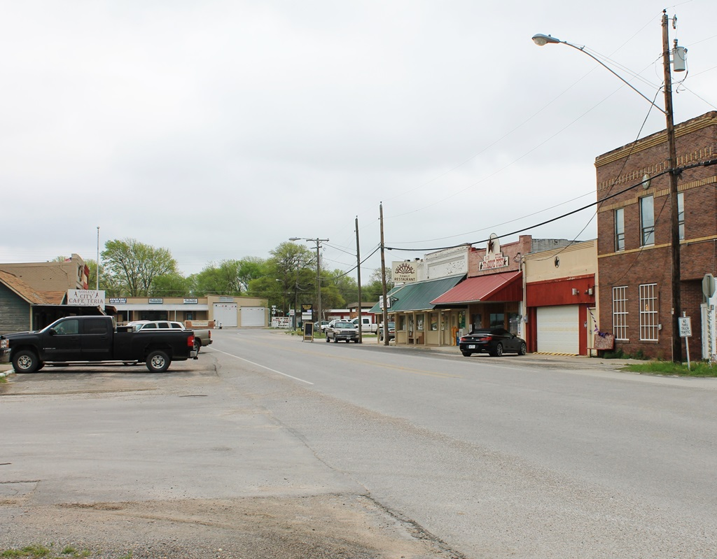 Godley TX: Quiet Life in the Country