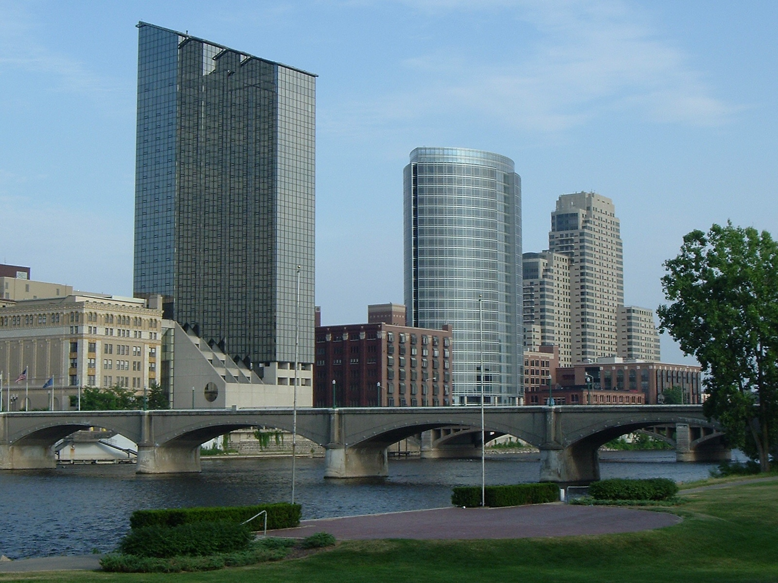 Grand Rapids, MI : Downtown with Alticor Marriot photo, picture ...