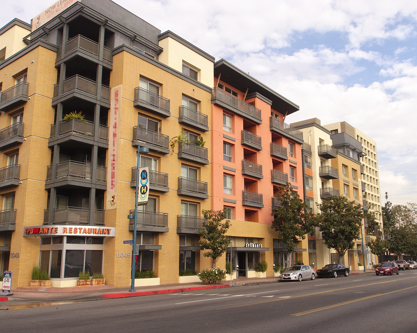 Los angeles neighborhood guide movoto for Home for sale los angeles ca