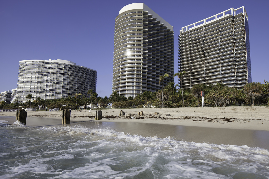 Bal Harbour FL: Private & Luxurious